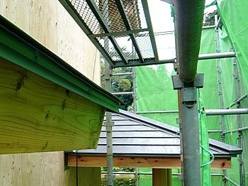 玄関ポーチの金属屋根