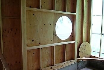 和室の丸い窓