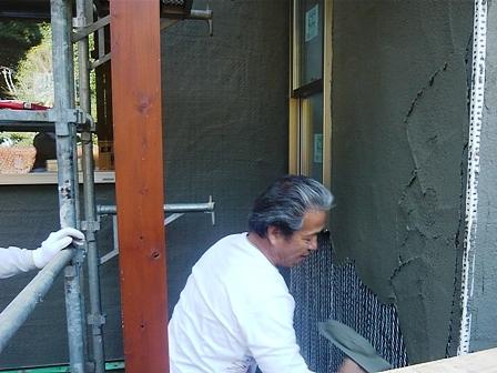 モルタル塗り作業風景