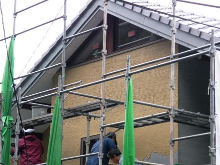 カラー砂漆喰塗り櫛引き仕上げ作業