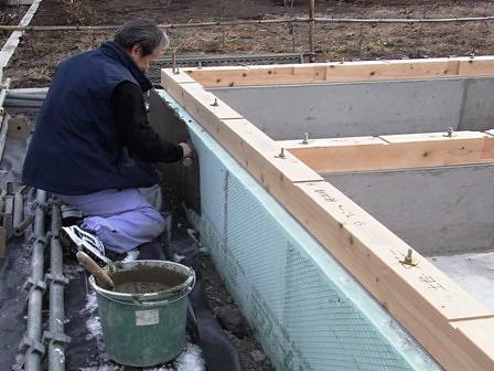 基礎断熱材の保護モルタル