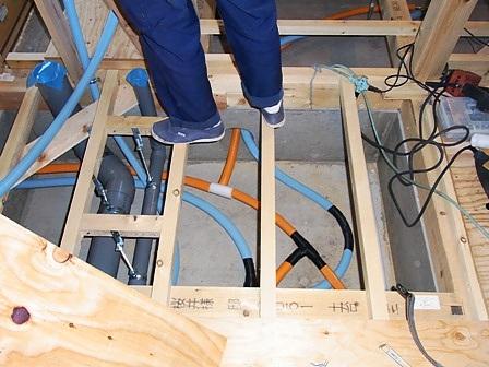 床下給排水設備配管
