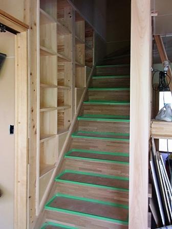 階段横の本棚