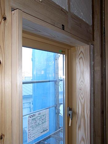 無垢材の窓枠