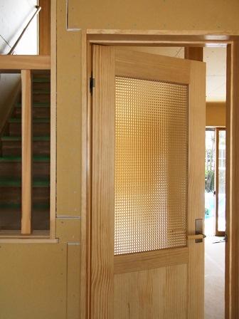 無垢ドア・チェッカーガラス
