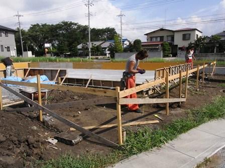 基礎の型枠と鉄筋の工事