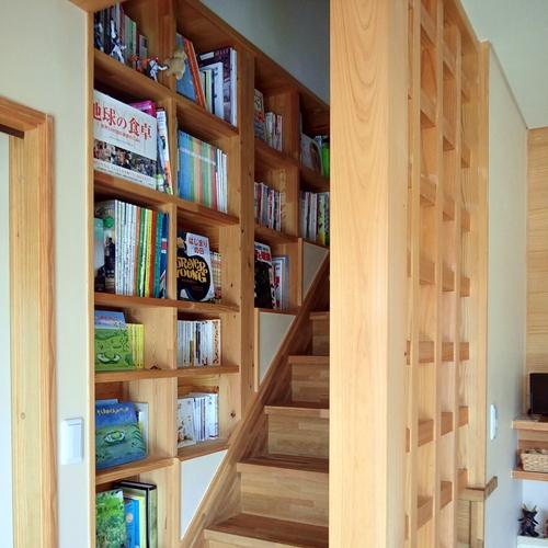階段室本棚の家